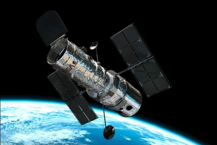 Gnu-Linux-en-el-espacio-concretamente-en-la-nave-Hubble1
